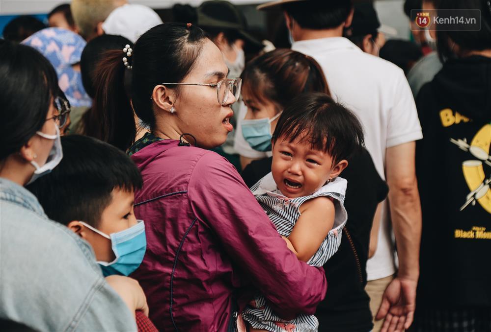 Biển người chật kín Thảo Cầm Viên Sài Gòn trong ngày giỗ Tổ Hùng Vương-11