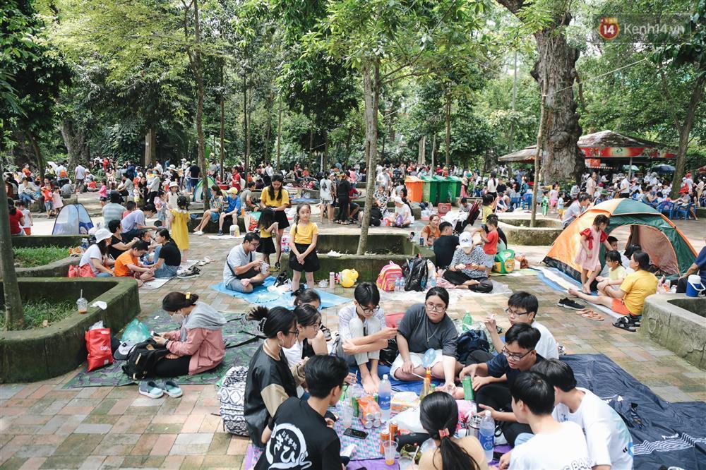 Biển người chật kín Thảo Cầm Viên Sài Gòn trong ngày giỗ Tổ Hùng Vương-12