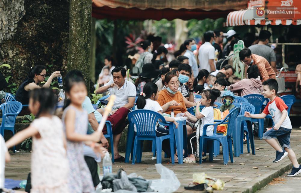 Biển người chật kín Thảo Cầm Viên Sài Gòn trong ngày giỗ Tổ Hùng Vương-15