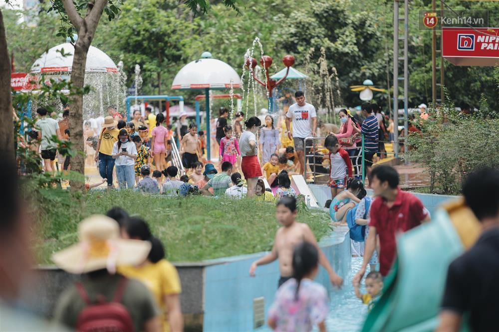 Biển người chật kín Thảo Cầm Viên Sài Gòn trong ngày giỗ Tổ Hùng Vương-16