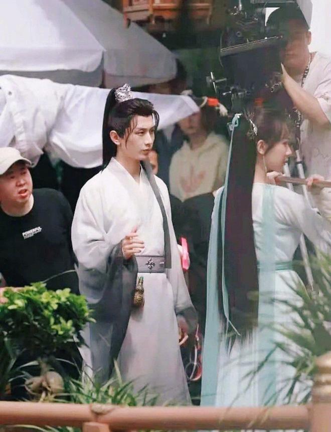 Dương Tử bị tố sao chép tạo hình Triệu Lộ Tư - Viên Băng Nghiên, fan chỉ trích công ty-1
