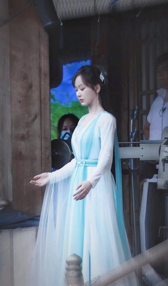 Dương Tử bị tố sao chép tạo hình Triệu Lộ Tư - Viên Băng Nghiên, fan chỉ trích công ty-2