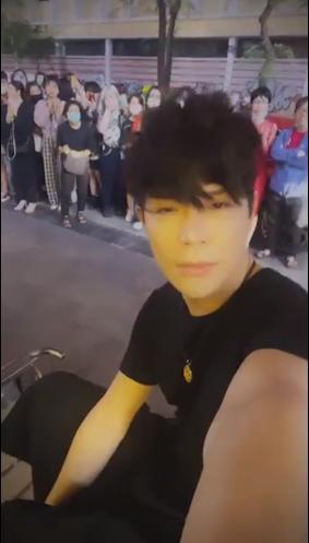 Livestream bóc phốt Ngọc Trinh nhưng Nathan Lee nói năng hiền lạ-4