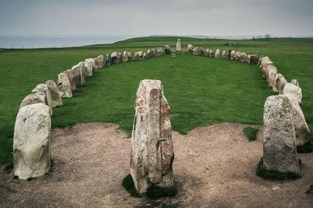 Cự thạch xếp hình chiếc thuyền 5.500 năm ở Thụy Điển