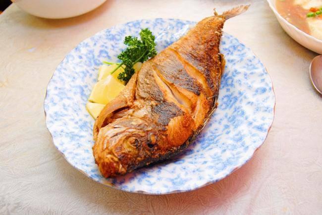 Rán cá, thêm tinh bột hay bột mì để cá luôn giòn ngon, rán 10 con như 10?-1