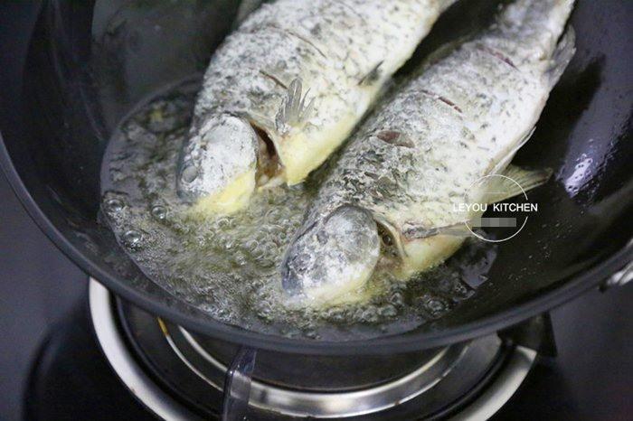 Rán cá, thêm tinh bột hay bột mì để cá luôn giòn ngon, rán 10 con như 10?-3