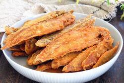 Rán cá, thêm tinh bột hay bột mì để cá luôn giòn ngon, rán 10 con như 10?