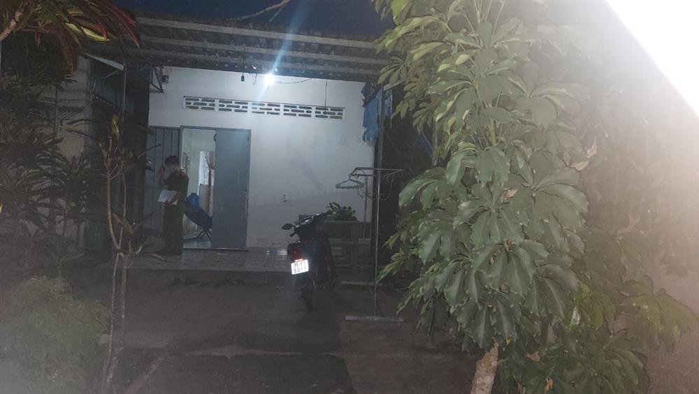 Phát hiện thi thể nam thanh niên bốc mùi nồng nặc trong căn nhà khóa trái ở Đồng Nai-2