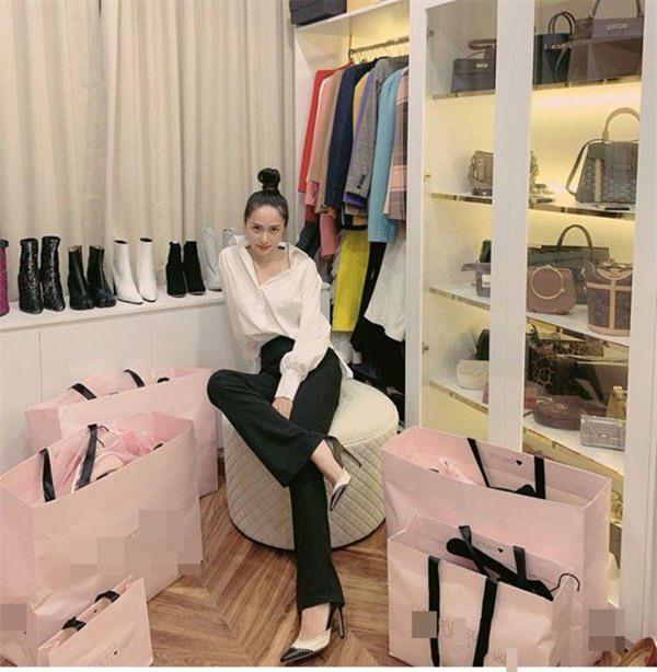 Soi tủ đồ hiệu của sao Việt, người ngỡ giàu nhất lại đơn giản khó tin-8