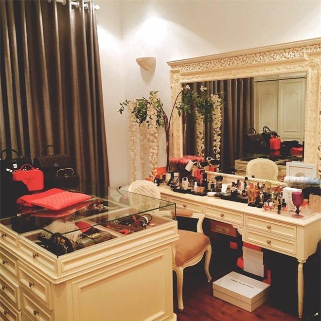 Soi tủ đồ hiệu của sao Việt, người ngỡ giàu nhất lại đơn giản khó tin-14