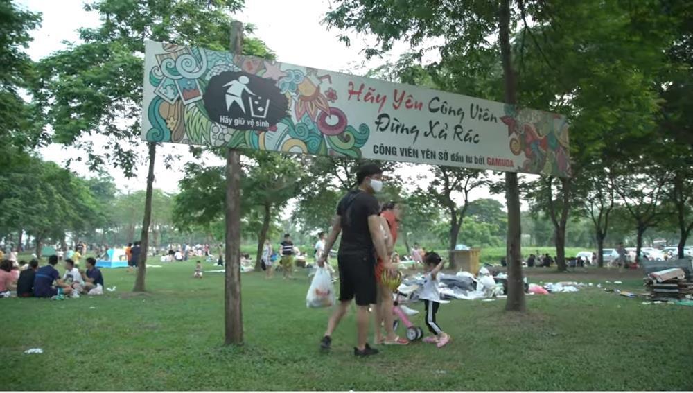 Sau 1 ngày nghỉ lễ, cảnh người về rác ở lại tại công viên Yên Sở thật sự kinh hãi-5