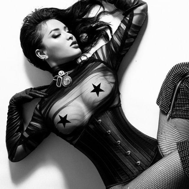 Phương Trinh Jolie mặc quần bó lộ vùng nhạy cảm-7