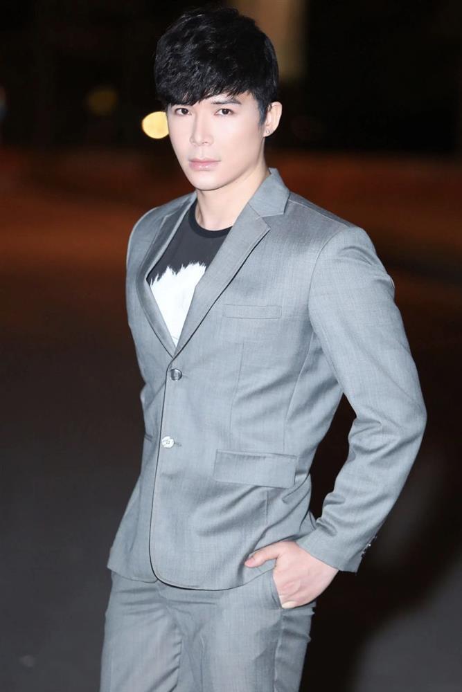 Drama với Ngọc Trinh đang sốt dẻo, tự nhiên Nathan Lee khóc thương dân nghèo-3