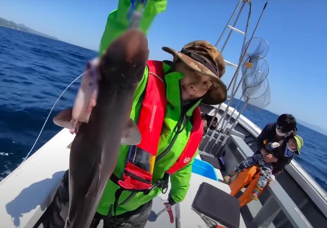 Tranh cãi Quỳnh Trần JP câu cá mập con ăn, cảnh máu me cũng đưa vào video-4