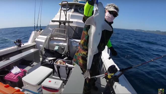 Tranh cãi Quỳnh Trần JP câu cá mập con ăn, cảnh máu me cũng đưa vào video-5
