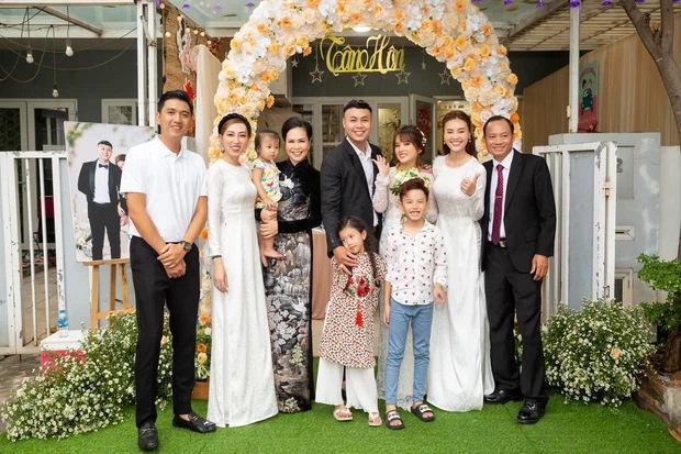 Lan Ngọc diện áo dài đẹp hơn cả cô dâu trong đám cưới em trai-8