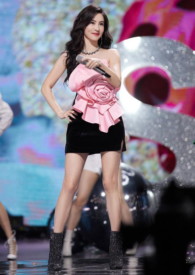 Trương Bá Chi vẫn bội thu dù bị loại khỏi show truyền hình vì hát kém-1