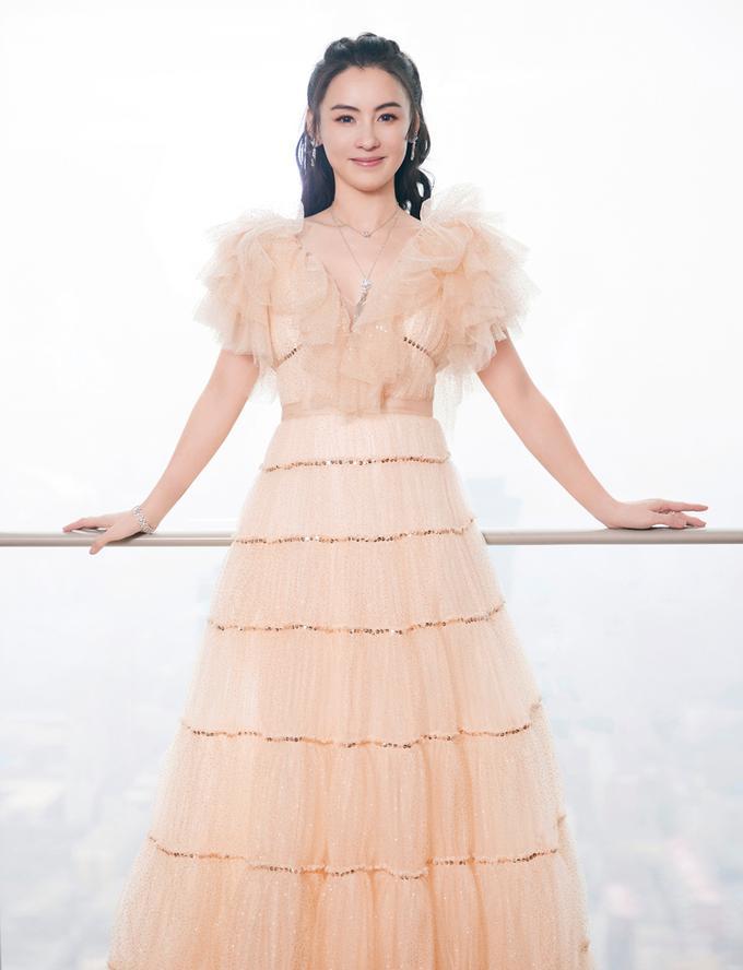 Trương Bá Chi vẫn bội thu dù bị loại khỏi show truyền hình vì hát kém-3