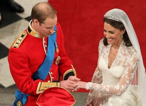 Vì sao Hoàng tử Harry đeo nhẫn cưới, còn William thì không?-2