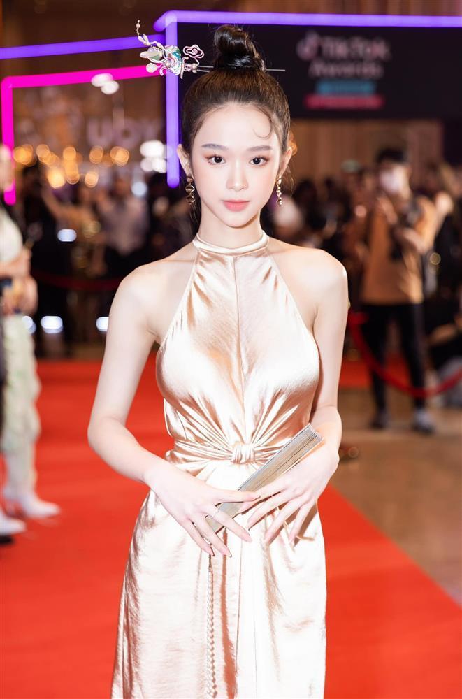 Linh Ka gây lú với khoảnh khắc mặc đồ như truổng cời-5