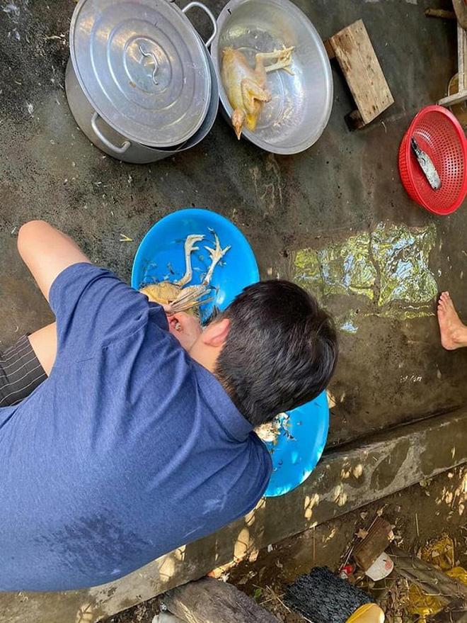 Mới cưới xong, Phan Mạnh Quỳnh nhóm bếp củi làm gà cho vợ khiến dân mạng cưng xỉu-3