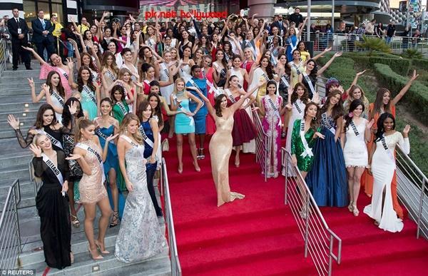 Phạm Hương sai lầm khi giành chỗ đẹp tại Miss Universe 2015?-3