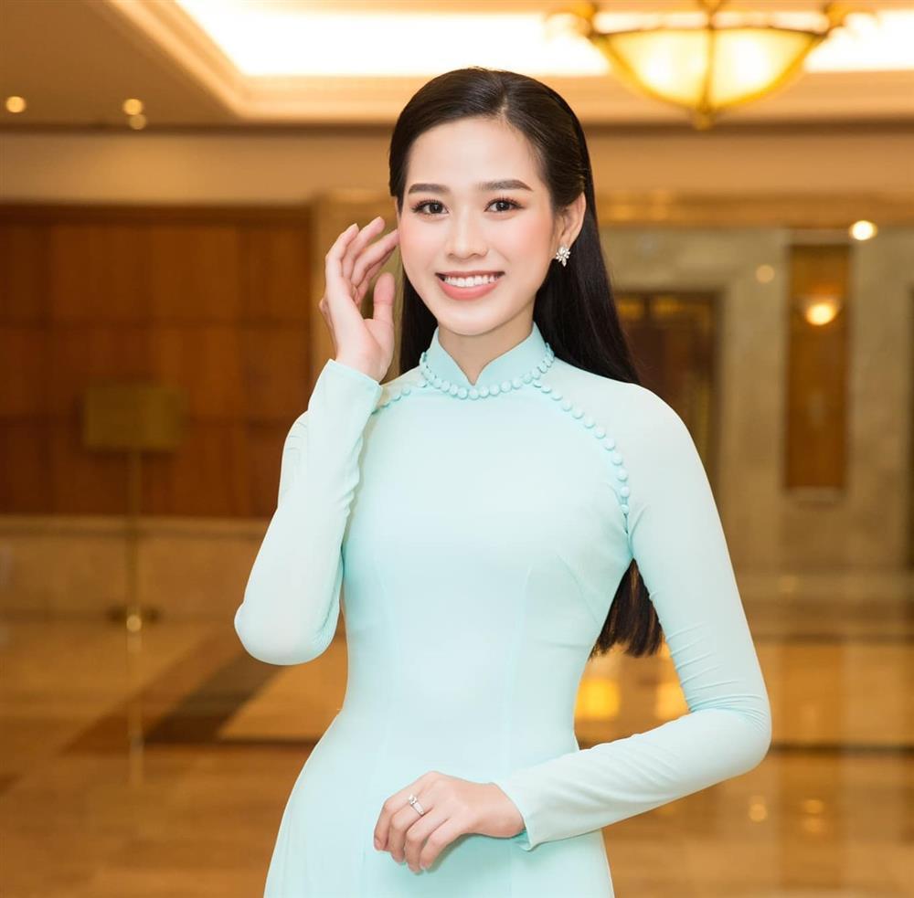Hoa hậu Đỗ Thị Hà phá lệ để Đàm Vĩnh Hưng ôm eo?-4