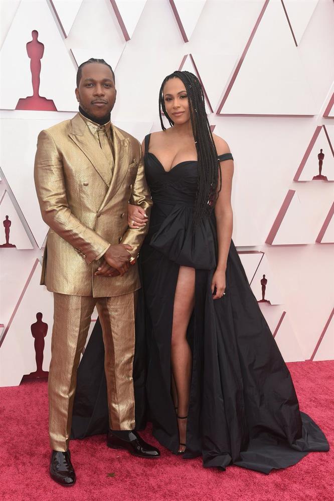 Bộ vest mạ vàng 24K ở Oscar 2021-1