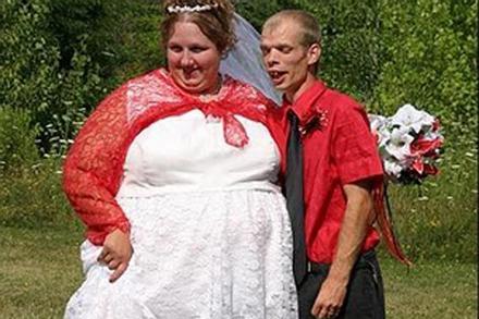 Ý tưởng chụp ảnh cưới 'không đụng hàng' của các cặp uyên ương lầy lội