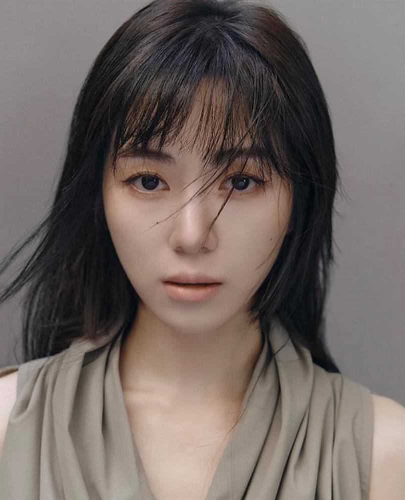 Mina (AOA) đăng ảnh bàn tay be bét máu, nghi cố tự tử-2