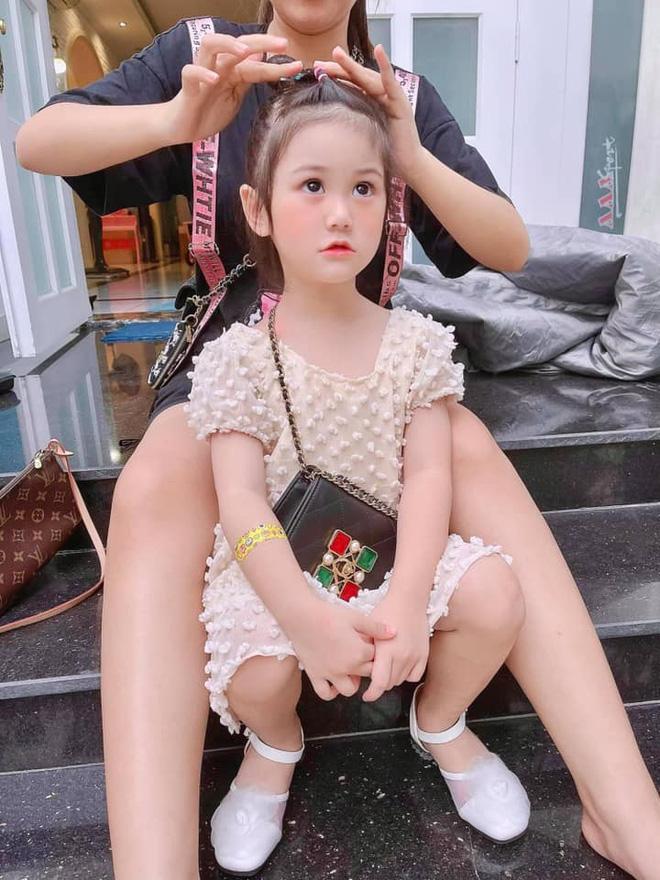 3 rich kid nhà Đoàn Di Băng: Xinh như thiên thần, lấy đồ hiệu làm đồ chơi từ nhỏ-4