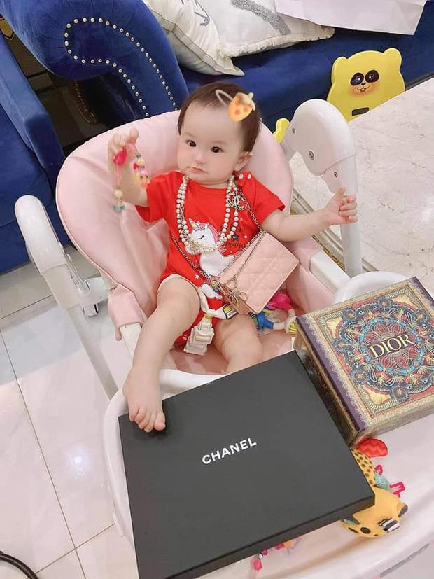 3 rich kid nhà Đoàn Di Băng: Xinh như thiên thần, lấy đồ hiệu làm đồ chơi từ nhỏ-7