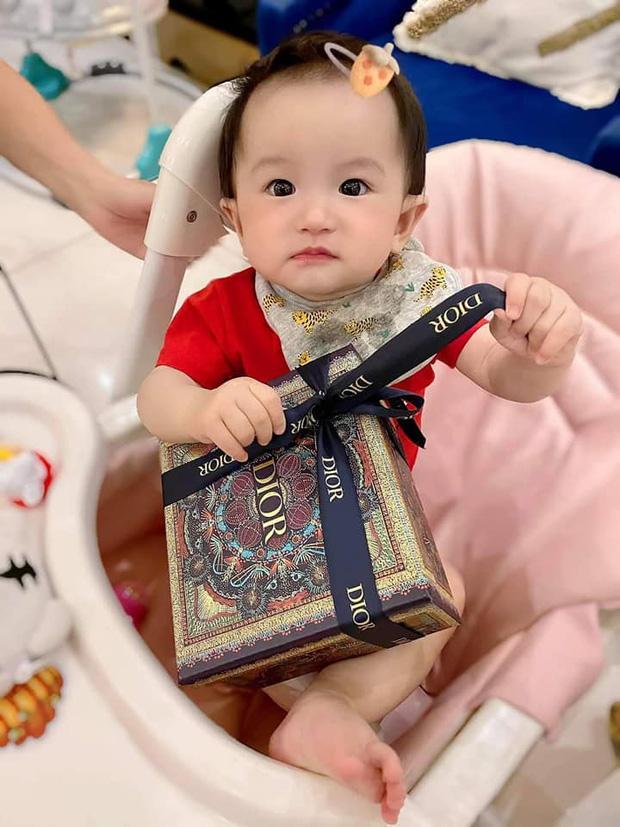 3 rich kid nhà Đoàn Di Băng: Xinh như thiên thần, lấy đồ hiệu làm đồ chơi từ nhỏ-8