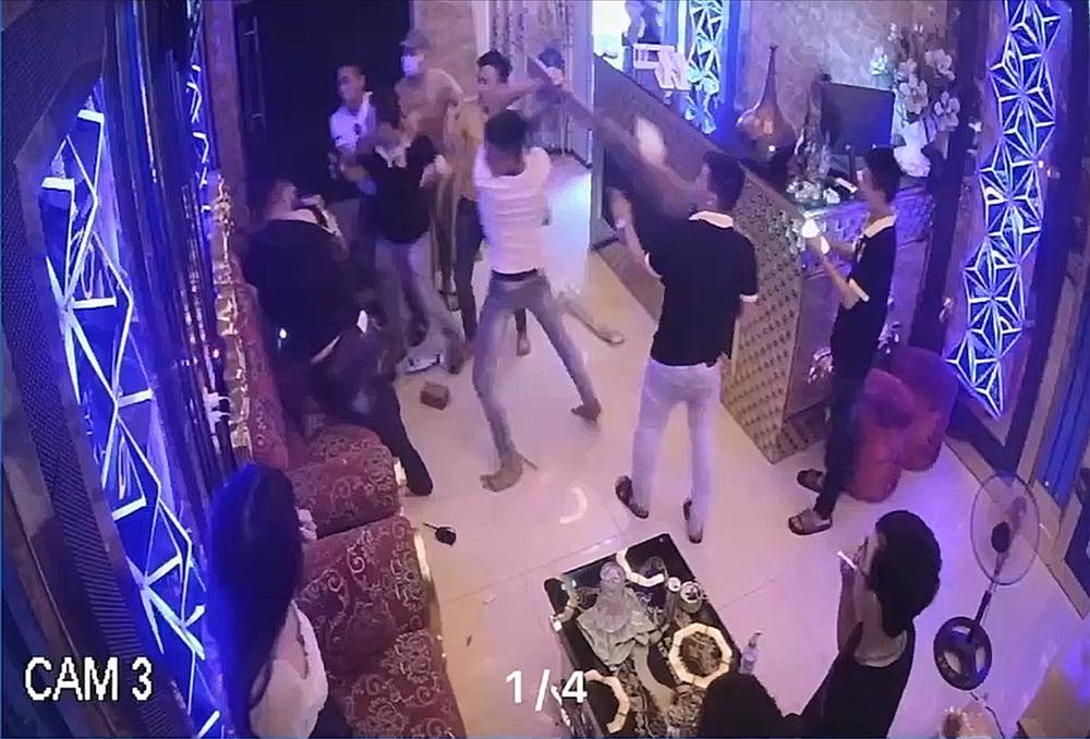 Bị cô gái từ chối đi chơi, nhóm côn đồ đánh nhân viên, đập phá quán karaoke-1