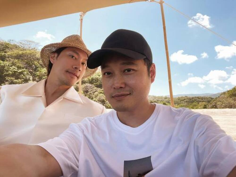 Quang Vinh - Lý Quí Khánh cùng đi du lịch, chụp hình mát mẻ cho nhau?-5