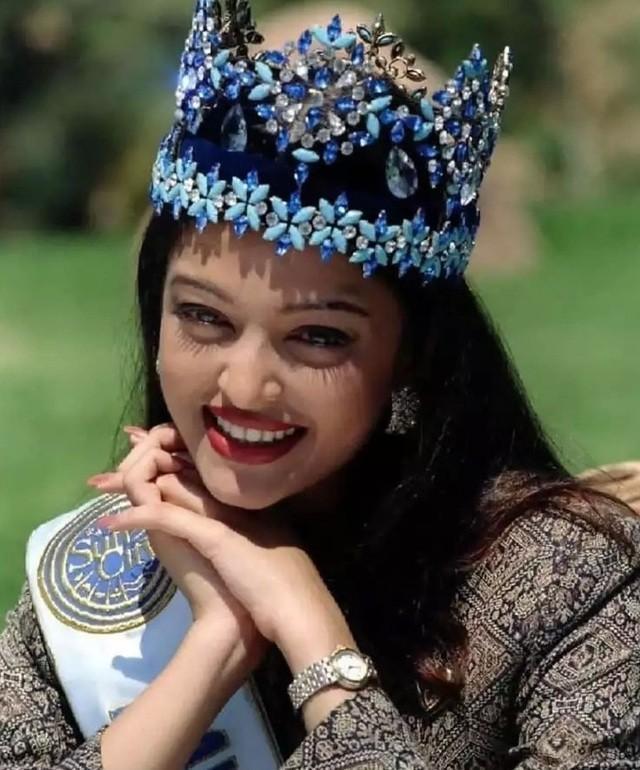 Hoa hậu đẹp nhất mọi thời đại ở đâu trong cơn sóng thần COVID-19 tại Ấn Độ ?-1
