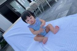 Ái nữ nhà Cường Đô La tung trọn bộ diện áo tắm chào hè, mới 7 tháng tuổi siêu 'hot'!