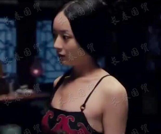 Ảnh thiếu vải của Triệu Lệ Dĩnh bỗng hot lại: Body lộ khuyết điểm, visual khác lạ-7