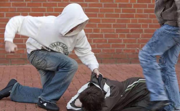 Nam sinh 16 tuổi bị hắt nước tiểu, án dành cho kẻ bắt nạt gây phẫn nộ-3