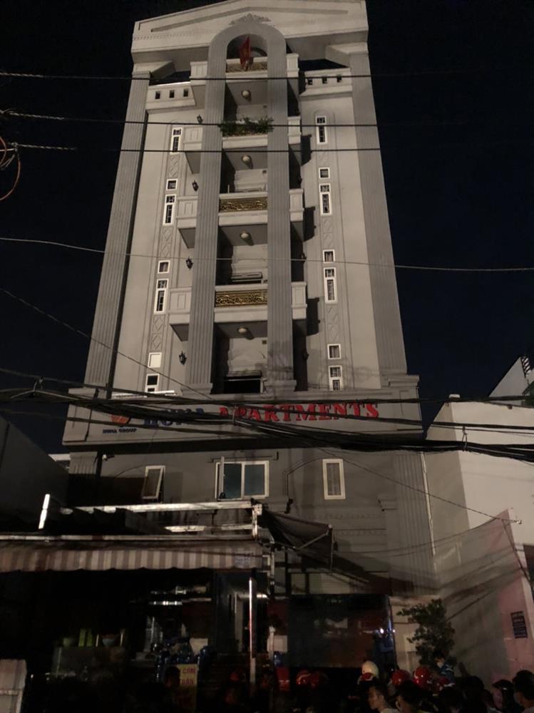 Cháy chung cư ở Sài Gòn, hàng chục người mắc kẹt, hoảng loạn kêu cứu-1