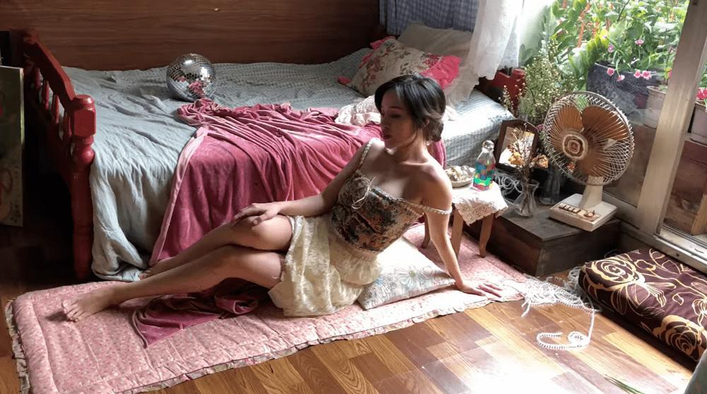 Khoe ảnh sống ảo, bà Tưng bị mỉa mai ở phòng như chuồng lợn-2
