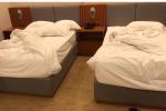 Bị phạt 500.000 đồng vì kê sát 2 chiếc giường khi đi du lịch: Khách hàng hay khách sạn sai?