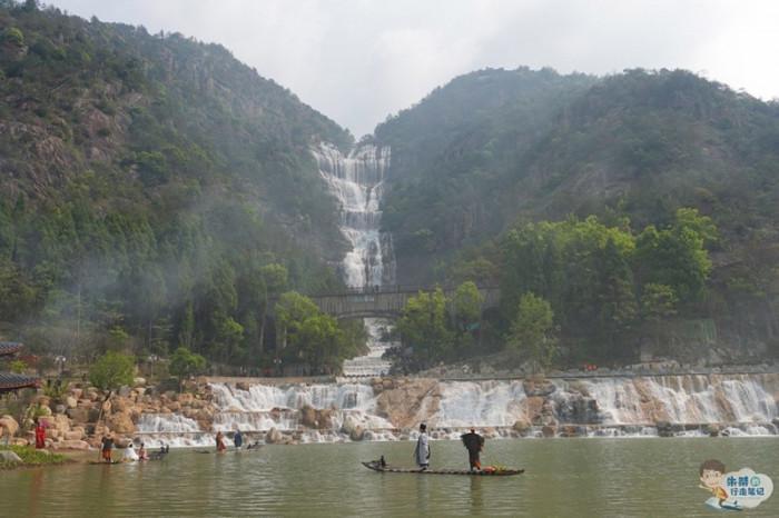 Thác nước cao nhất Trung Quốc xuất hiện trở lại sau 60 năm khô cạn-1