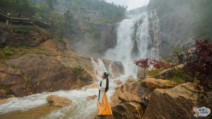 Thác nước cao nhất Trung Quốc xuất hiện trở lại sau 60 năm khô cạn-2