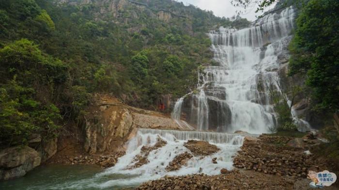 Thác nước cao nhất Trung Quốc xuất hiện trở lại sau 60 năm khô cạn-3