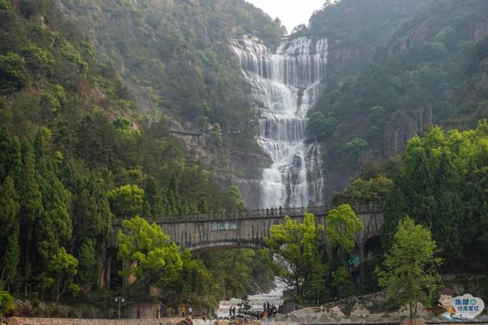 Thác nước cao nhất Trung Quốc xuất hiện trở lại sau 60 năm khô cạn-4
