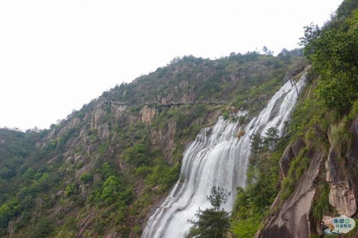 Thác nước cao nhất Trung Quốc xuất hiện trở lại sau 60 năm khô cạn-5