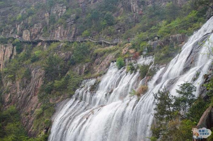 Thác nước cao nhất Trung Quốc xuất hiện trở lại sau 60 năm khô cạn-6