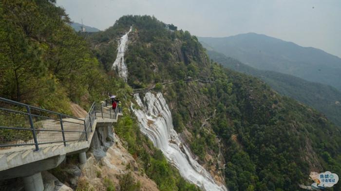 Thác nước cao nhất Trung Quốc xuất hiện trở lại sau 60 năm khô cạn-10