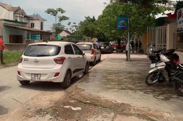 NÓNG: 4 người lạ đến nhà, chủ nhà nổ súng bắn 2 người tử vong tại chỗ-1